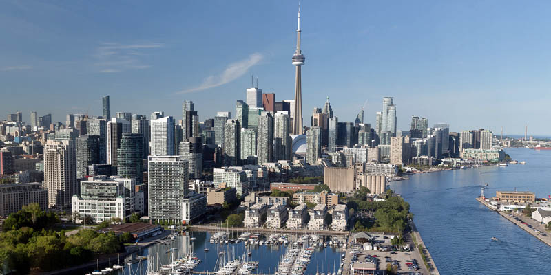 Move to Toronto: the Toronto skyline showing the CN Tower