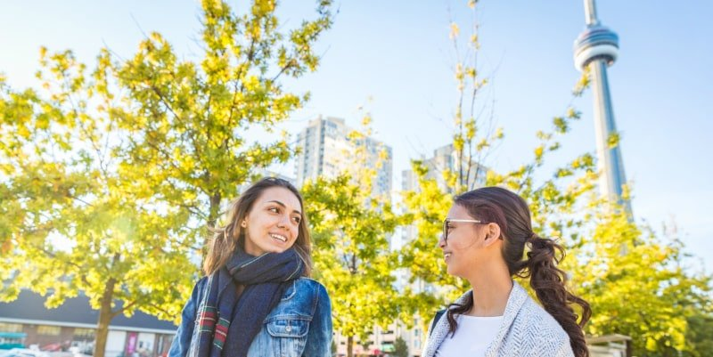 Women in Toronto: Working holiday visa in Canada
