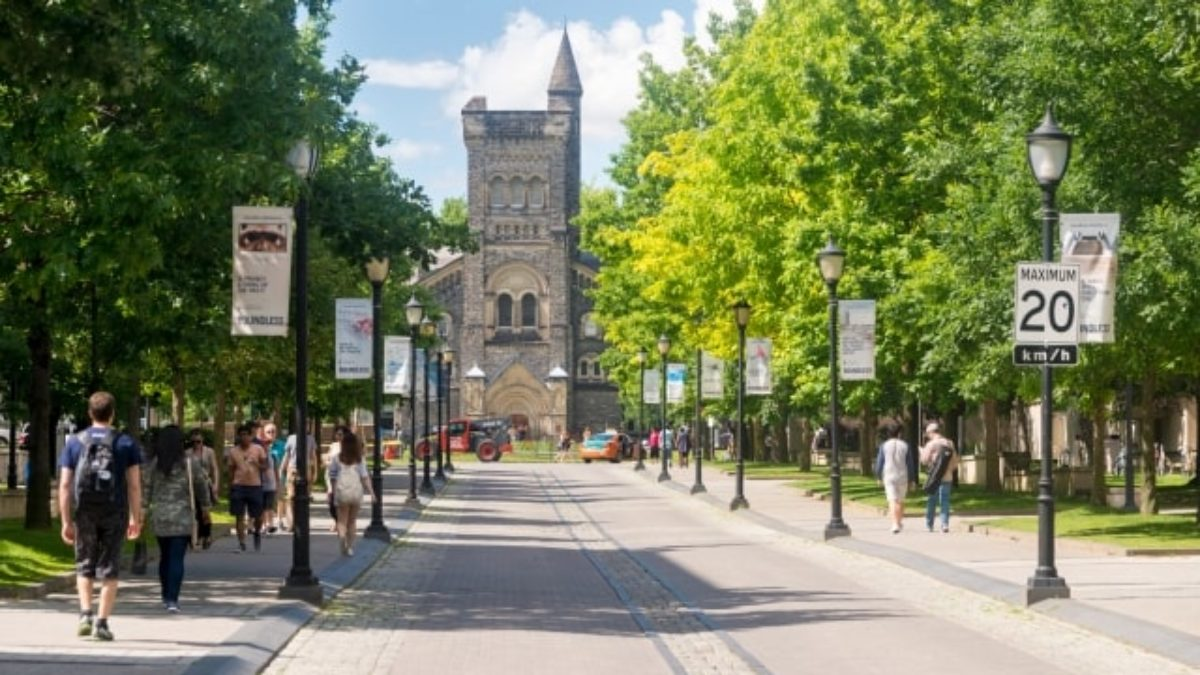 Student accommodation   Study in Canada   Moving2Canada